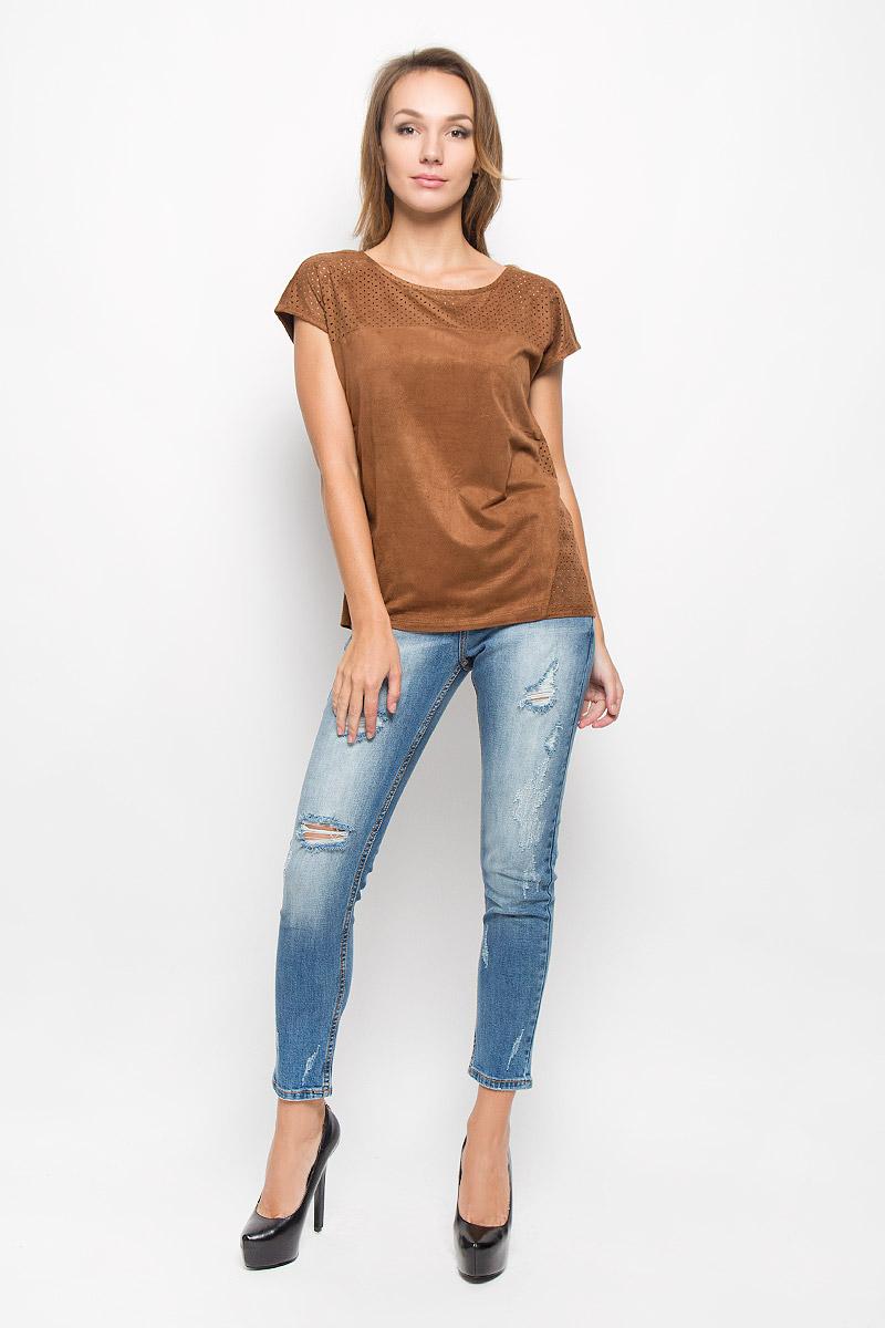 ФутболкаTs-111/210-6373Оригинальная женская футболка Sela Casual выполнена из полиэстера с добавлением эластана. Материал с фактурой под замшу необычайно мягкий и приятный на ощупь, не стесняет движений, обеспечивает комфорт при носке. Футболка с круглым вырезом горловины и короткими рукавами имеет прямой силуэт. Изделие дополнено вставками с перфорированным узором. Современный дизайн и расцветка делают эту модель стильным и модным предметом женской одежды. Обладательница этой футболки всегда будет в центре внимания!