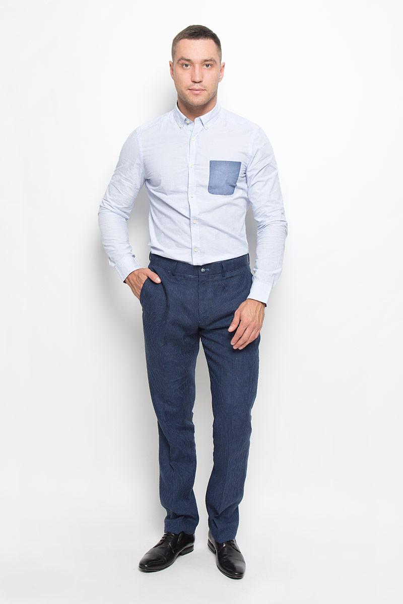 Рубашка мужская Mexx, цвет: бледно-голубой. MX3020018_MN_SHG_003. Размер M (50)MX3020018_MN_SHG_003Стильная мужская рубашка Mexx, выполненная из 100% хлопка, обладает высокой теплопроводностью, воздухопроницаемостью и гигроскопичностью, позволяет коже дышать, тем самым обеспечивая наибольший комфорт при носке. Модель классического кроя с отложным воротником застегивается на пуговицы по всей длине. Длинные рукава рубашки дополнены манжетами на пуговицах. На груди расположен накладной карман. Воротник пристегивается к рубашке с помощью пуговиц.Такая рубашка подчеркнет ваш вкус и поможет создать великолепный стильный образ.