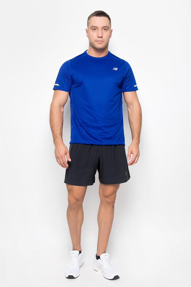 ФутболкаMT63223/BKСтильная мужская футболка для бега New Balance, выполненная из 100% полиэстера, обладает высокой теплопроводностью, воздухопроницаемостью и гигроскопичностью и великолепно отводит влагу, оставляя тело сухим даже во время интенсивных тренировок. Комфортные плоские швы исключают риск натирания. Такая футболка превосходно подойдет для бега, занятий спортом и активного отдыха. Модель с короткими рукавами и круглым вырезом горловины - идеальный вариант для создания образа в спортивном стиле. Футболка оформлена светоотражающим логотипом спереди и светоотражающими элементами на рукавах и спинке. Такая модель подарит вам комфорт в течение всего дня и послужит замечательным дополнением к вашему гардеробу.