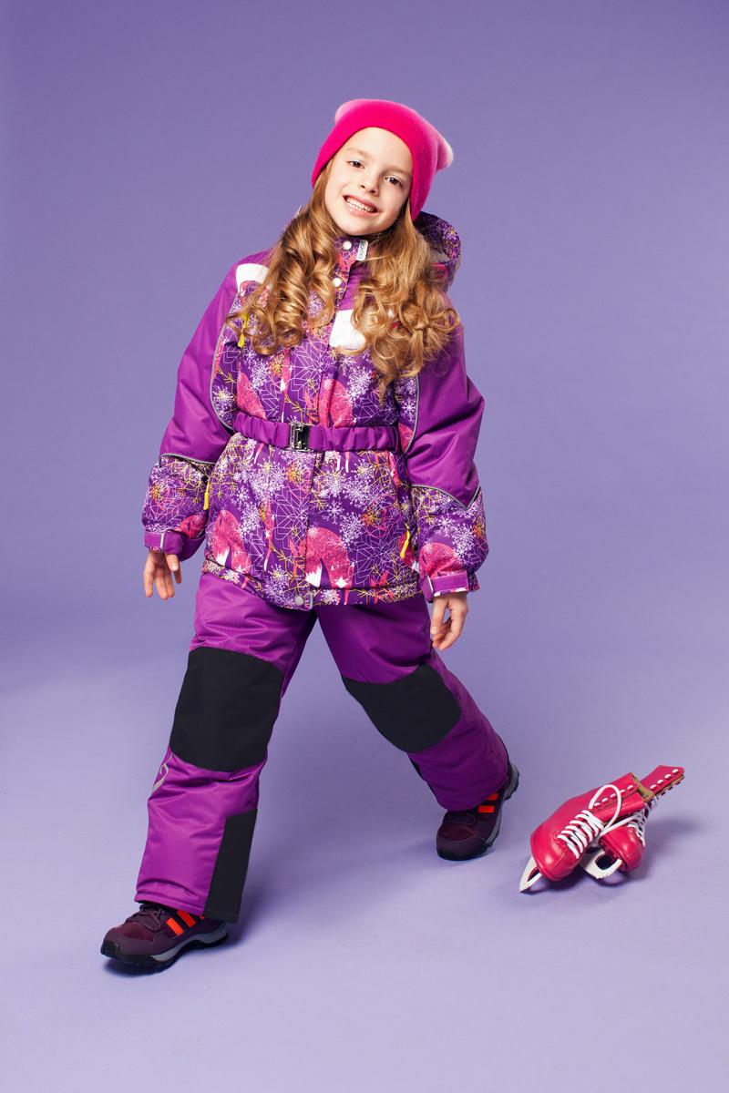 Комплект верхней одежды16/OA-1SU421Долговечный и технологичный зимний костюм Алиса от OLDOS ACTIVE состоит из куртки и полукомбинезона. Костюм оснащен всем самым необходимым для комфортной носки. Верх выполнен из полиэстера, пропитка Teflon защищает от грязи и воды, увеличивает износостойкость и облегчает уход. Мембрана 5000/5000 обеспечивает водонепроницаемость, при этом одежда дышит. Гипоаллергенный утеплитель HOLLOFAN PRO 200 г/м2 в куртке и 150 г/м2 в полукомбинезоне тоньше обычного, зато эффективнее удерживает тепло. Температурный режим (-30°С...+5°С). Флисовая подкладка в области груди, спины, воротника и капюшона; в рукавах и полукомбинезоне - гладкий полиэстер для легкости одевания. Функционал куртки продуман до мелочей: двойная ветрозащитная планка по всей длине молнии с защитой подбородка, противоснежная юбка с антискользящей резинкой, регулируемые по ширине манжеты на рукавах, дополнительно в рукавах есть эластичная мягкая внутренняя манжета с отверстием для большого пальца, воротник-стойка, съемный...