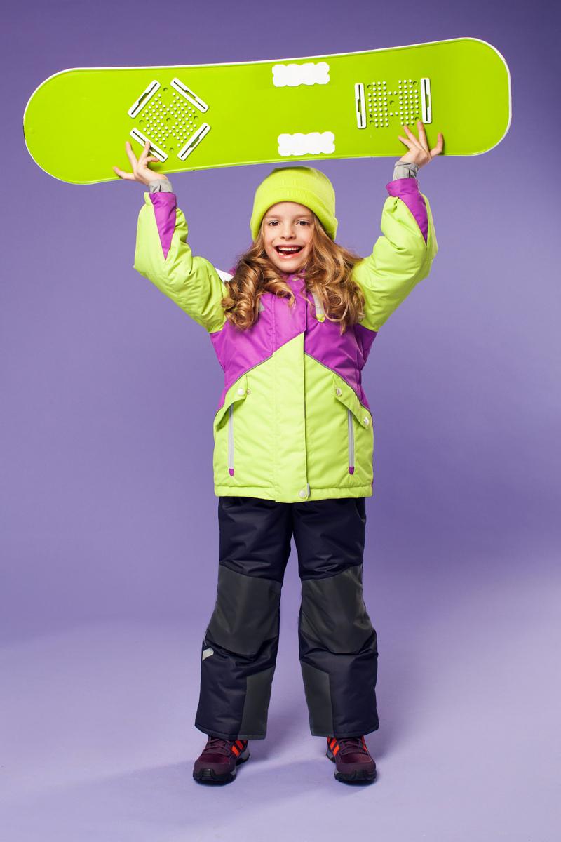 Комплект для девочки Oldos Active Альбина: куртка, полукомбинезон, цвет: лиловый, салатовый, темно-серый. 16/OA-1SU420-1. Размер 92, 2 года16/OA-1SU420Яркий комплект для девочки Oldos Active Альбина состоит из куртки и полукомбинезона. Комплект выполнен из водонепроницаемой и ветрозащитной ткани. Водо- и грязеотталкивающее покрытие Teflon повышает износостойкость модели, что обеспечивает ей хороший внешний вид на всем протяжении носки. В качестве наполнителя используется холлофан - легкий антиаллергенный материал, который обладает отличной терморегуляцией. Изделие легко стирается и быстро сохнет. Куртка с капюшоном и воротником-стойкой застегивается на пластиковую молнию с защитой подбородка. Модель оснащена двумя ветрозащитными планками, внешняя пристегивается на застежки-липучки и кнопки. Подкладка куртки (кроме рукавов) выполнена из теплого и мягкого флиса. Регулируемый капюшон, дополненный по краю эластичным шнурком со стопперами, пристегивается к куртке с помощью молнии и кнопок. Края рукавов присборены на резинки и дополнены хлястиками на липучках. На рукавах предусмотрены эластичные манжеты с отверстием для большого пальца. На талии по спинке куртка собрана на широкую резинку. С внутренней стороны куртки имеется противоснежная юбка с застежками-кнопками. По краю изделия предусмотрена скрытая резинка со стопперами. Спереди модель дополнена тремя прорезными карманами на застежках-молниях.Полукомбинезон застегивается на пластиковую молнию. Подкладка полукомбинезона выполнена из гладкой ткани. Изделие дополнено эластичными наплечными лямками, регулируемыми по длине. На талии полукомбинезона предусмотрена широкая эластичная резинка. Спереди расположены два втачных кармана. Снизу брючин имеются муфты с прорезиненными полосками. Изделие дополнено износостойкими вставками.Комплект оснащен светоотражающими элементами. Температурный режим от +5°С до -30°С.Водонепроницаемость 5 000 мм.