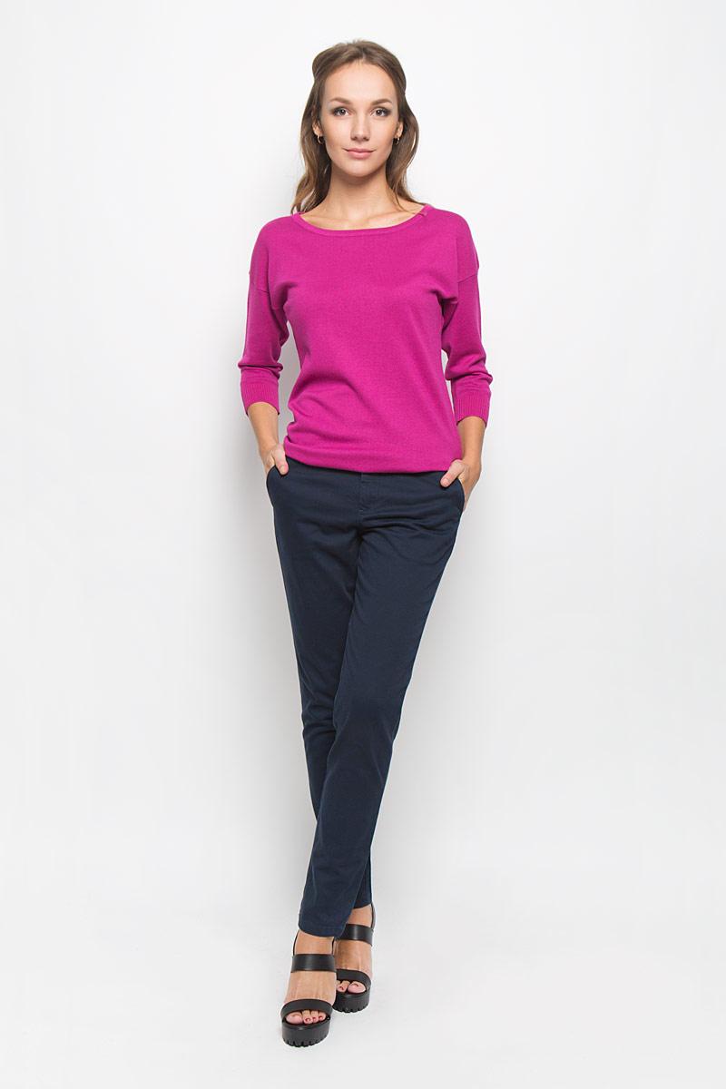 БрюкиP-315/753-6414Стильные женские брюки Sela Casual - это изделие высочайшего качества, которое превосходно сидит и подчеркнет все достоинства вашей фигуры. Классические брюки стандартной посадки выполнены из эластичного хлопка, что обеспечивает комфорт и удобство при носке. Брюки застегиваются на пуговицу в поясе и ширинку на застежке-молнии, на поясе имеются шлевки для ремня. Брюки дополнены двумя втачными карманами спереди и двумя втачными карманами сзади. Эти модные и в то же время комфортные брюки послужат отличным дополнением к вашему гардеробу и помогут создать неповторимый современный образ.