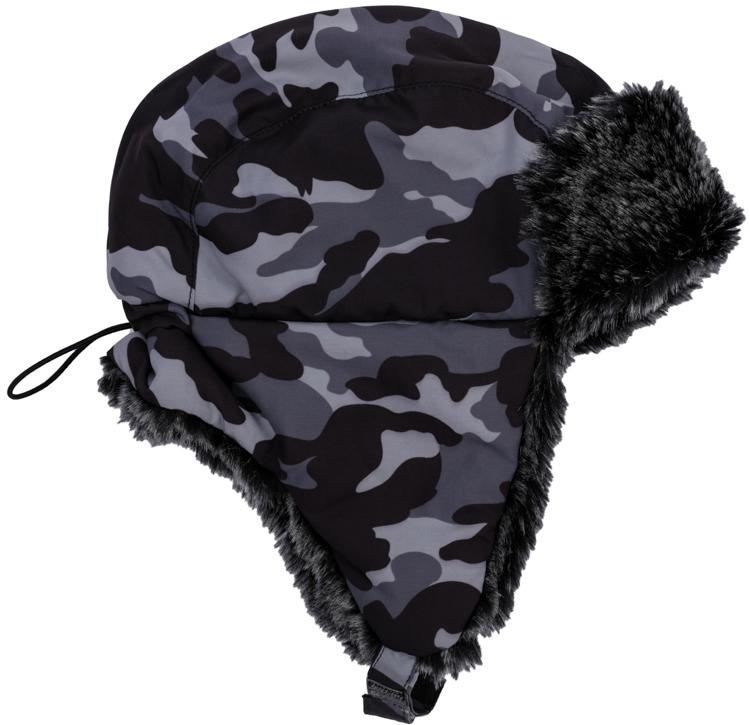 Шапка детская363145Стильная теплая шапка для мальчика выполнена из непромокаемой плащевки с отделкой из искусственного меха. Внутри флисовая подкладка. Удлиненные боковые части надежно защитят от ветра, а липучка позволит надеждно зафиксировать шапку на голове. Модель оформлена принтом в стиле милитари. Уважаемые клиенты! Обращаем ваше внимание на тот факт, что размер, доступный для заказа, является обхватом головы.