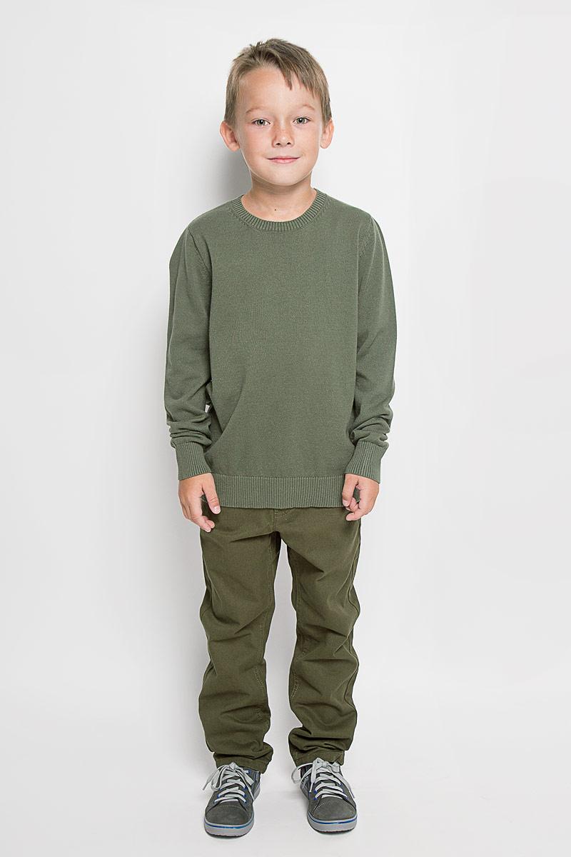Джемпер для мальчика Sela, цвет: оливковый. JR-814/261-6332. Размер 152, 12 летJR-814/261-6332Модный джемпер Sela, изготовленный из натурального хлопка, станет отличным дополнением к гардеробу вашего мальчика. Материал изделия приятный на ощупь, не сковывает движений и позволяет коже дышать, не раздражает даже самую нежную и чувствительную кожу ребенка, обеспечивая наибольший комфорт.Модель с круглым вырезом горловины и длинными рукавами выполнена в лаконичном стиле. Горловина, манжеты рукавов и низ джемпера связаны резинкой. Современный дизайн и расцветка делают этот джемпер стильным предметом детского гардероба. В нем вашему мальчику будет уютно и комфортно, и он всегда будет в центре внимания!