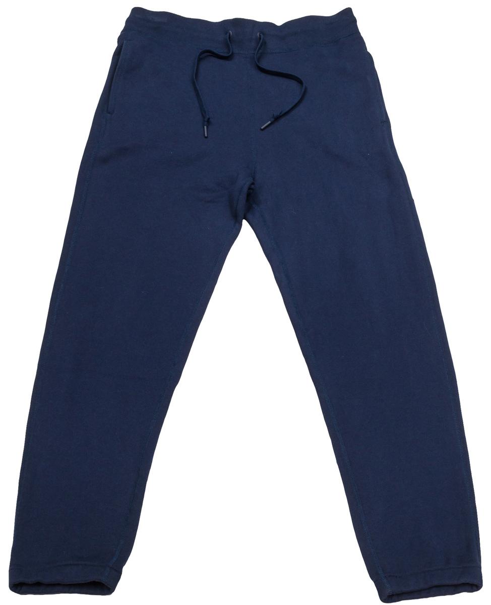 Брюки спортивные10000657001Удобные мужские спортивные брюки Converse, выполненные из натурального хлопка, великолепно подойдут для отдыха, повседневной носки, а также для занятий спортом. Модель прямого кроя и средней посадки имеет широкую эластичную резинку на поясе, объем талии регулируется при помощи шнурка-кулиски. Спереди изделие имеет два втачных кармана, сзади один накладной.