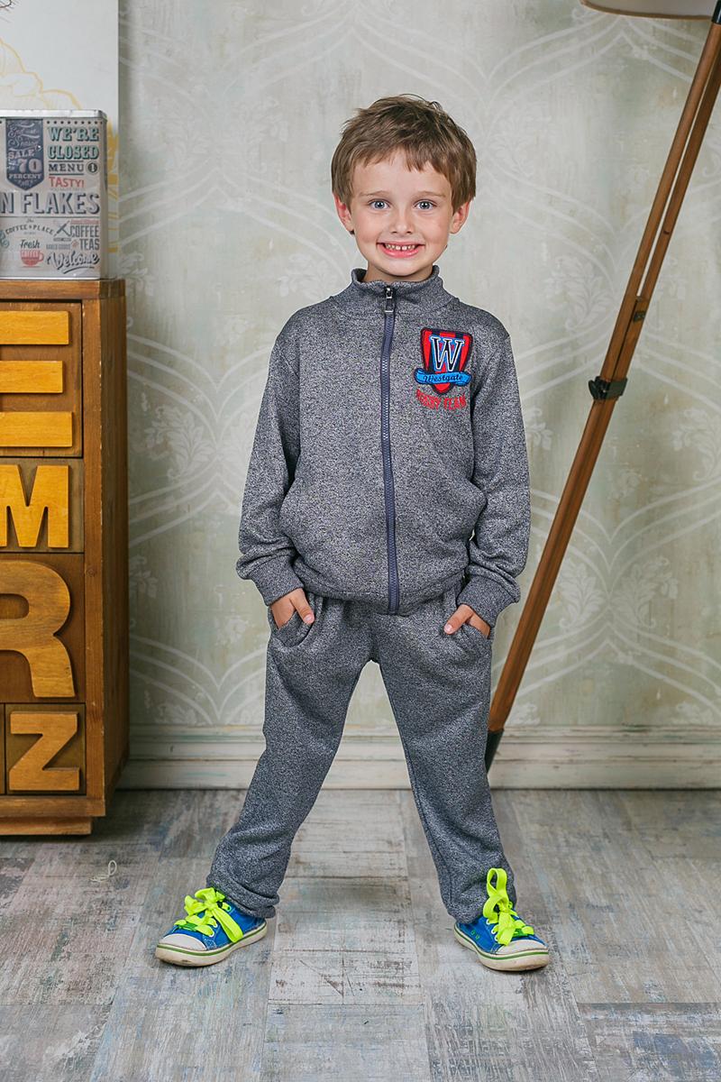 Брюки спортивные206357Спортивные брюки для мальчика Sweet Berry идеально подойдут для отдыха и прогулок. Изготовлены из высококачественного материала. Брюки на талии имеют широкую трикотажную резинку с затягивающимся шнурком, что обеспечивает удобную посадку изделия на фигуре. Спереди расположены два прорезных кармана. Низ брючин дополнен широкими трикотажными манжетами.