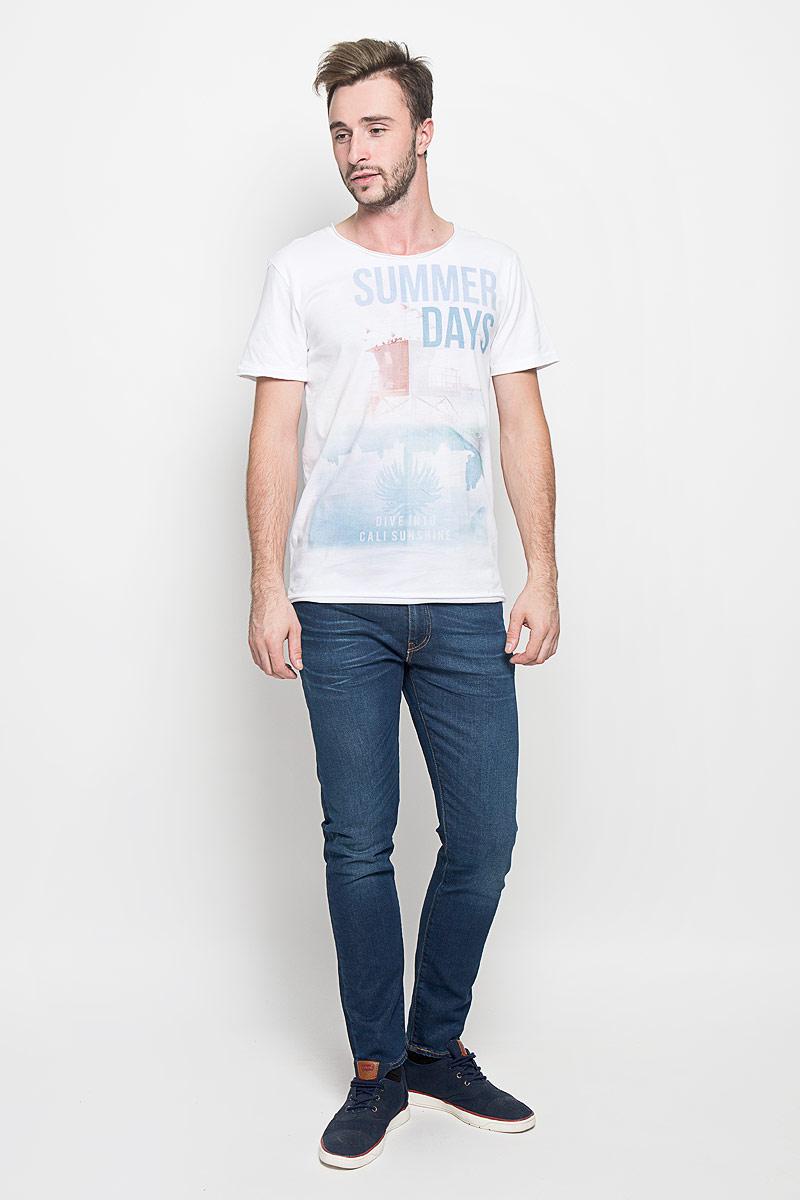 Футболка1034733.03.12_2000Мужская футболка Tom Tailor Denim поможет создать отличный современный образ в стиле Casual. Модель, изготовленная из натурального хлопка, очень мягкая, тактильно приятная, не сковывает движения и позволяет коже дышать. Футболка с круглым вырезом горловины и короткими рукавами оформлена спереди оригинальным принтом. Вырез горловины, низ модели и края рукавов оформлены эффектом необработанного края. Такая футболка станет стильным дополнением к вашему гардеробу, она подарит вам комфорт в течение всего дня!