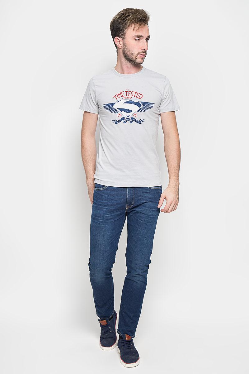 Футболка мужская RHS Superman, цвет: светло-серый. 44686. Размер L (50)44686Оригинальная мужская футболка RHS Superman, выполненная из высококачественного хлопка, обладает высокой теплопроводностью, воздухопроницаемостью и гигроскопичностью, позволяет коже дышать. Модель с короткими рукавами и круглым вырезом горловины, оформлена крупным принтом спереди на тематику известного комикса Superman. Горловина дополнена эластичной трикотажной резинкой.Идеальный вариант для тех, кто ценит комфорт и качество.