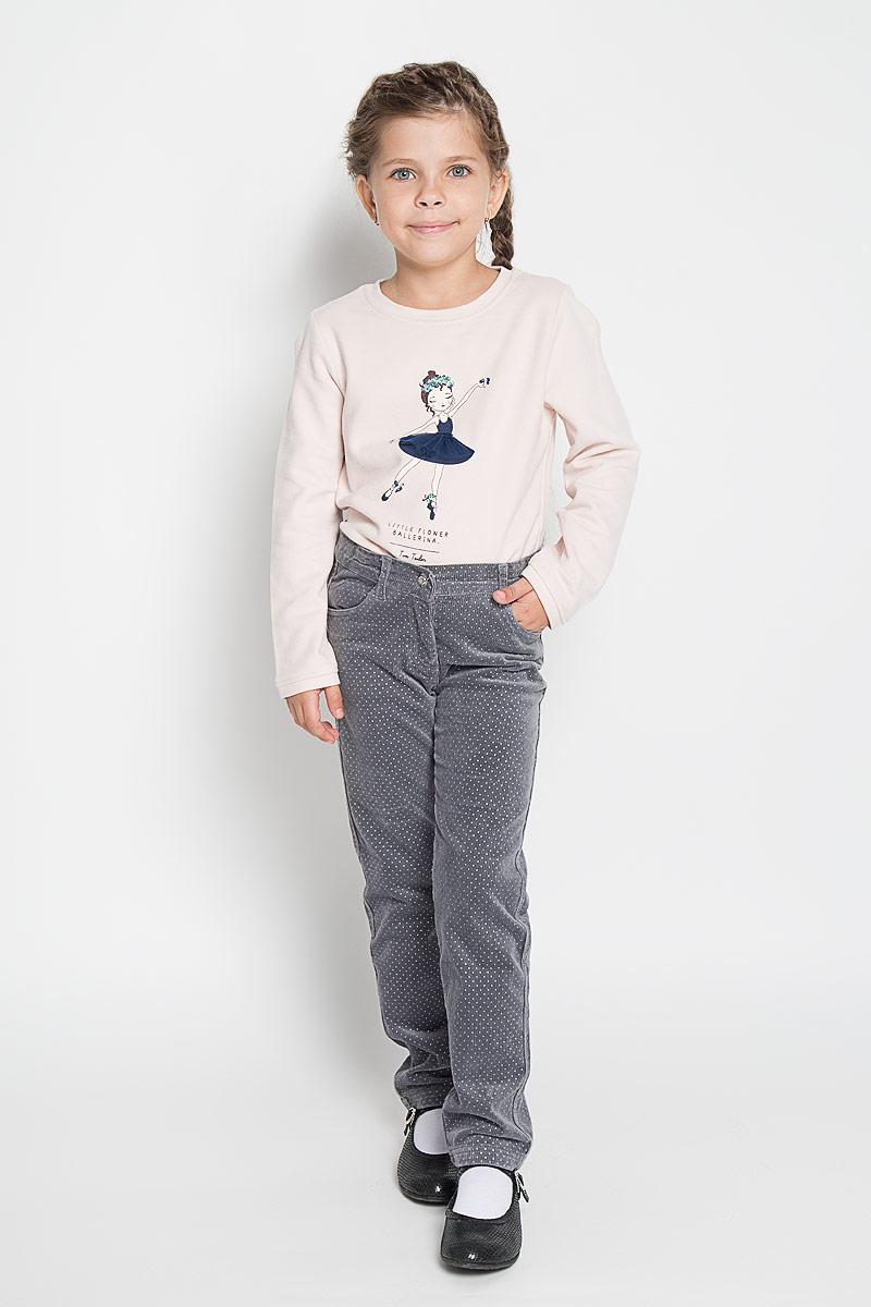 Брюки для девочки PlayToday, цвет: серый. 362078. Размер 116362078Стильные вельветовые брюки PlayToday для девочкиидеально подойдут вашей маленькой моднице. Изготовленные из эластичного хлопка, они мягкие и приятные на ощупь, не сковывают движения, сохраняют тепло и позволяют коже дышать, обеспечивая наибольший комфорт.Брюки прямого кроя с застежкой молнией и пуговицей, украшенной переливающимся кристаллом. Пояс регулируется вшитой резинкой. Спереди модель дополнена функциональными карманами.Практичные и стильные брюки идеально подойдут вашей малышке, а модная расцветка и высококачественный материал позволят ей комфортно чувствовать себя в течение дня!
