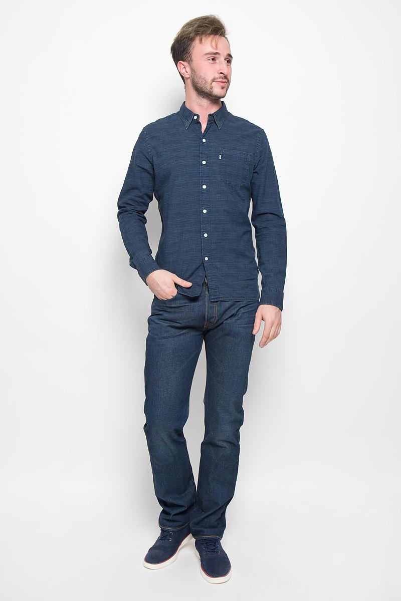 Рубашка6582402670Классическая мужская рубашка Levis® прекрасно подойдет для повседневной носки. Изделие выполнено из натурального хлопка, необычайно мягкое и приятное на ощупь, не сковывает движения и хорошо пропускает воздух. Рубашка с отложным воротником и длинными рукавами застегивается спереди на пуговицы. Модель оснащена одним нагрудным карманом. Манжеты рукавов также дополнены застежками-пуговицами. Изделие оформлено интересным принтом. Такая рубашка будет дарить вам комфорт в течение всего дня и станет стильным дополнением к вашему гардеробу.