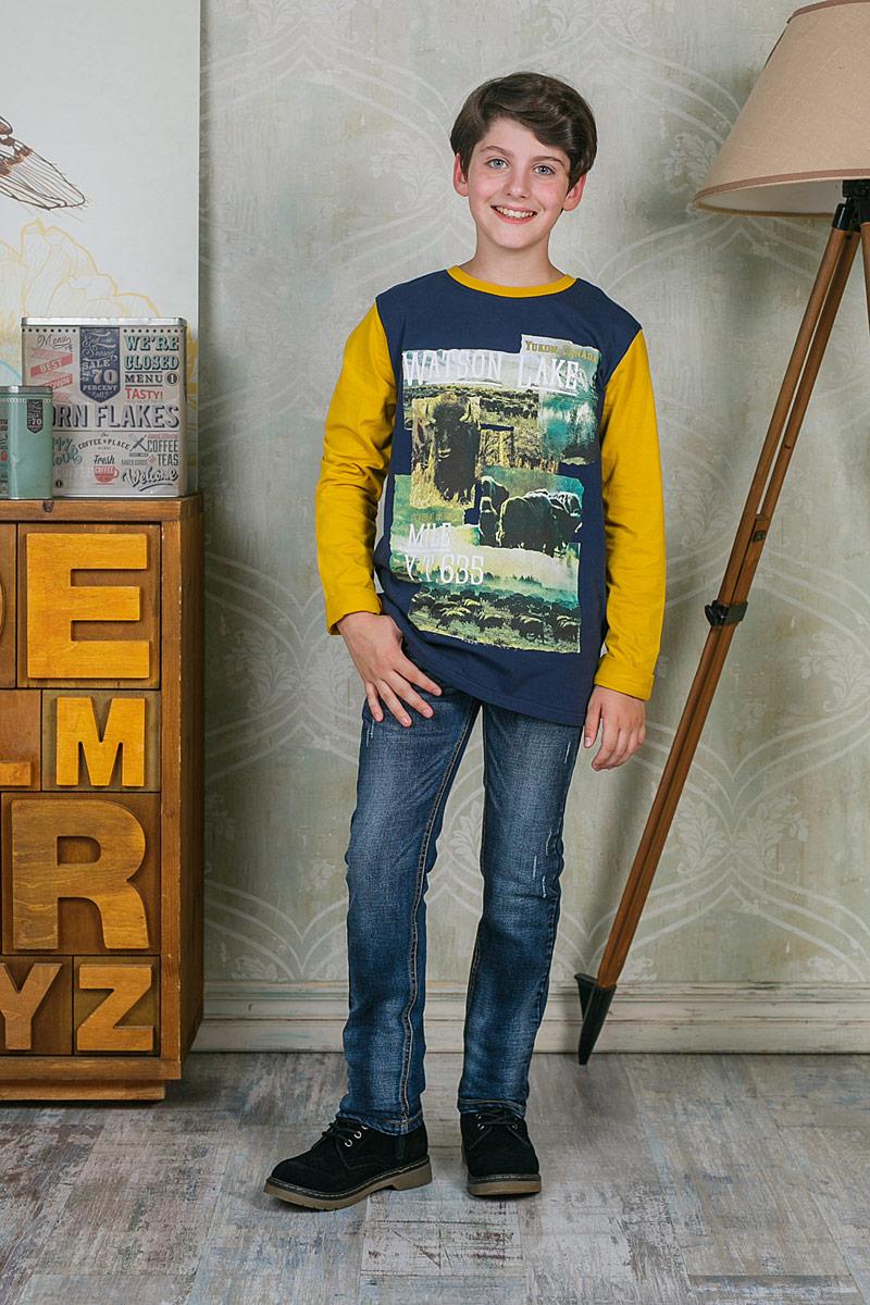 Лонгслив для мальчика Luminoso, цвет: темно-синий. 206729. Размер 146206729Лонгслив для мальчика Luminoso выполнен из хлопка с добавлением эластана. Модель с круглым вырезом горловины и длинными рукавами оформлена оригинальным принтом.