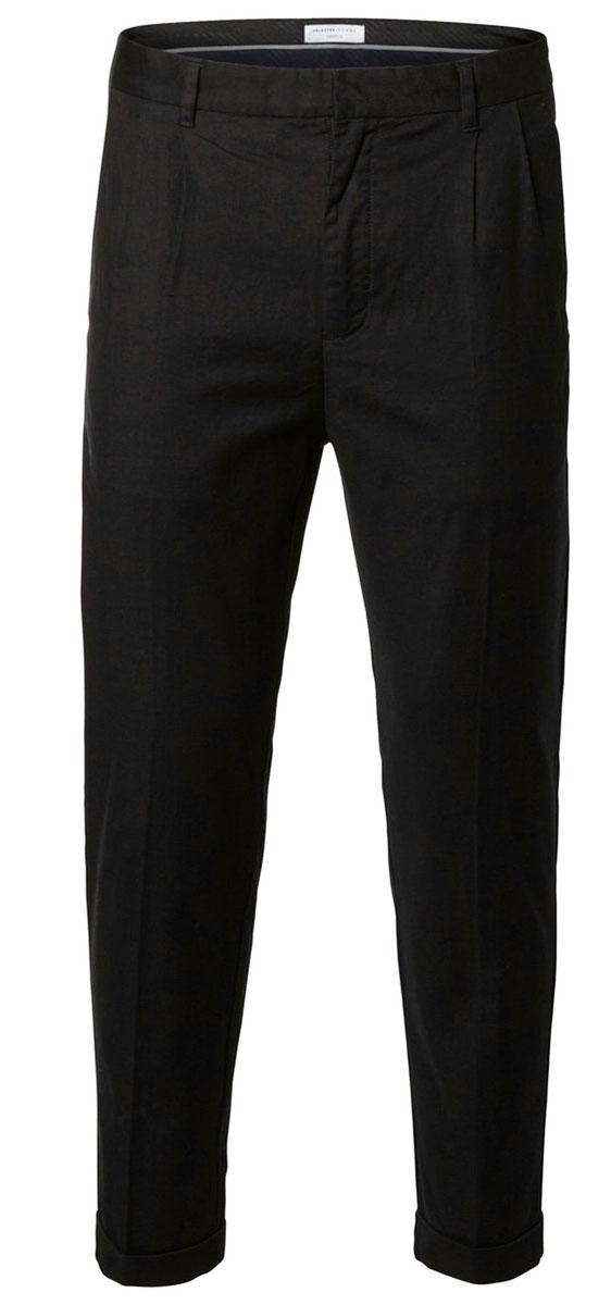 Брюки16052170_BlackКлассические мужские брюки Selected Homme прямого кроя и стандартной посадки изготовлены из хлопка с добавлением эластана. Брюки застегиваются на ширинку на застежке-молнии, а также на крючок на поясе. На поясе расположены шлевки для ремня. Модель дополнена двумя открытыми втачными карманами спереди и двумя прорезными карманами сзади.