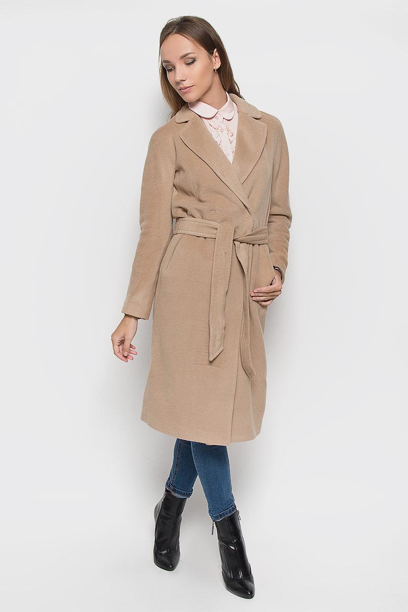 ПальтоA16-170010_700Удобное женское пальто Finn Flare согреет вас в прохладную погоду и позволит выделиться из толпы. Модель с длинными цельнокроеными рукавами и воротником с лацканами выполнена из шерсти с добавлением нейлона, застегивается на кнопки спереди. Изделие дополнено широким поясом. Пальто надежно сохранит тепло и защитит вас от ветра и холода. Это модное и уютное пальто - отличный вариант для прогулок, оно подчеркнет ваш изысканный вкус и поможет создать неповторимый образ.