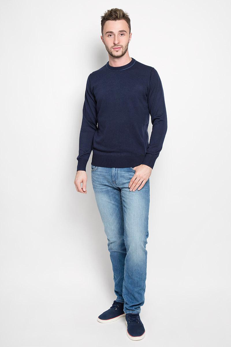 Джемпер мужской Finn Flare, цвет: темно-синий. A16-21102_101. Размер M (48)A16-21102_101Стильный мужской джемпер Finn Flare, выполненный из высококачественного материала, необычайно мягкий и приятный на ощупь, не сковывает движения, обеспечивая наибольший комфорт. Модель с круглым вырезом горловины и длинными рукавами идеально гармонирует с любыми предметами одежды и будет уместен и на отдых, и на работу. Низ изделия, горловина и манжеты связаны широкой резинкой, что предотвращает деформацию при носке. Мягкий и уютный джемпер станет прекрасным дополнением вашего гардероба.