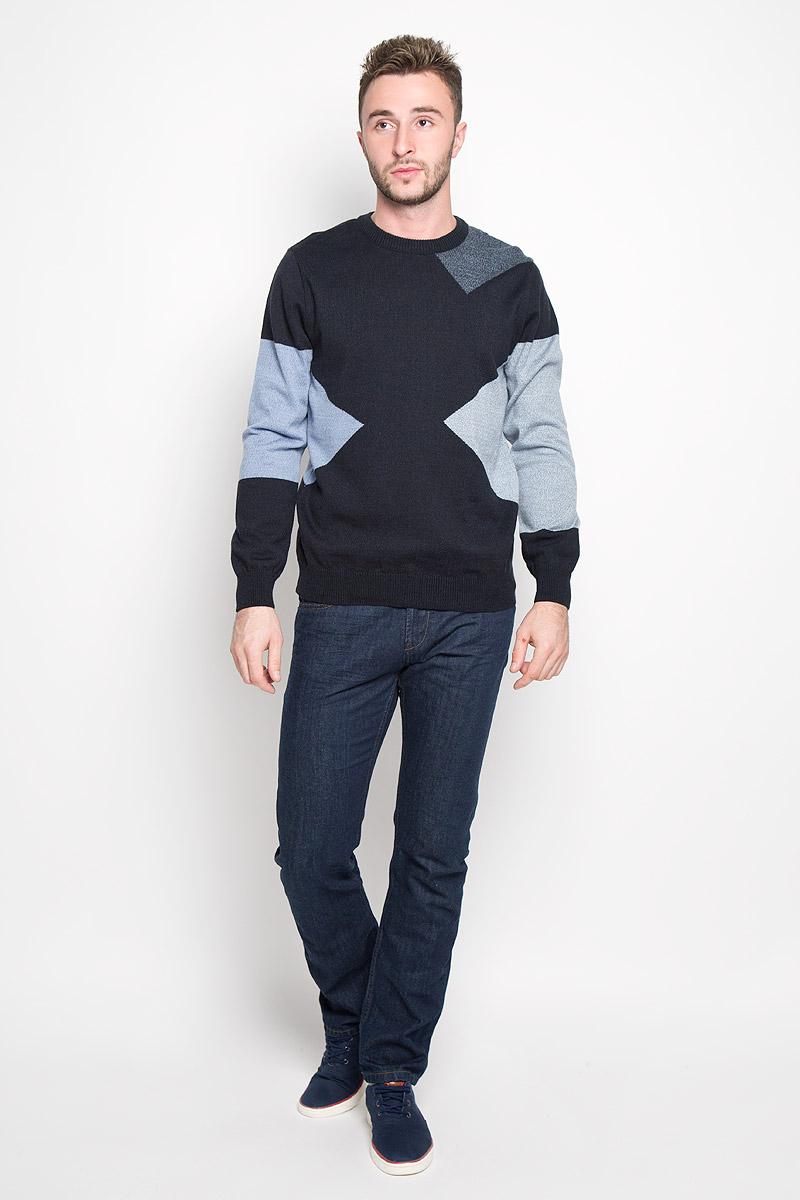 Джемпер мужской Milana Style, цвет: темно-синий, голубой. 1678. Размер 521678Стильный мужской джемпер Finn Flare, выполненный из высококачественного материала, необычайно мягкий и приятный на ощупь, не сковывает движения, обеспечивая наибольший комфорт. Модель с круглым вырезом горловины и длинными рукавами идеально гармонирует с любыми предметами одежды и будет уместен и на отдых, и на работу. Низ изделия, горловина и манжеты связаны широкой резинкой, что предотвращает деформацию при носке. Мягкий и уютный джемпер станет прекрасным дополнением вашего гардероба.