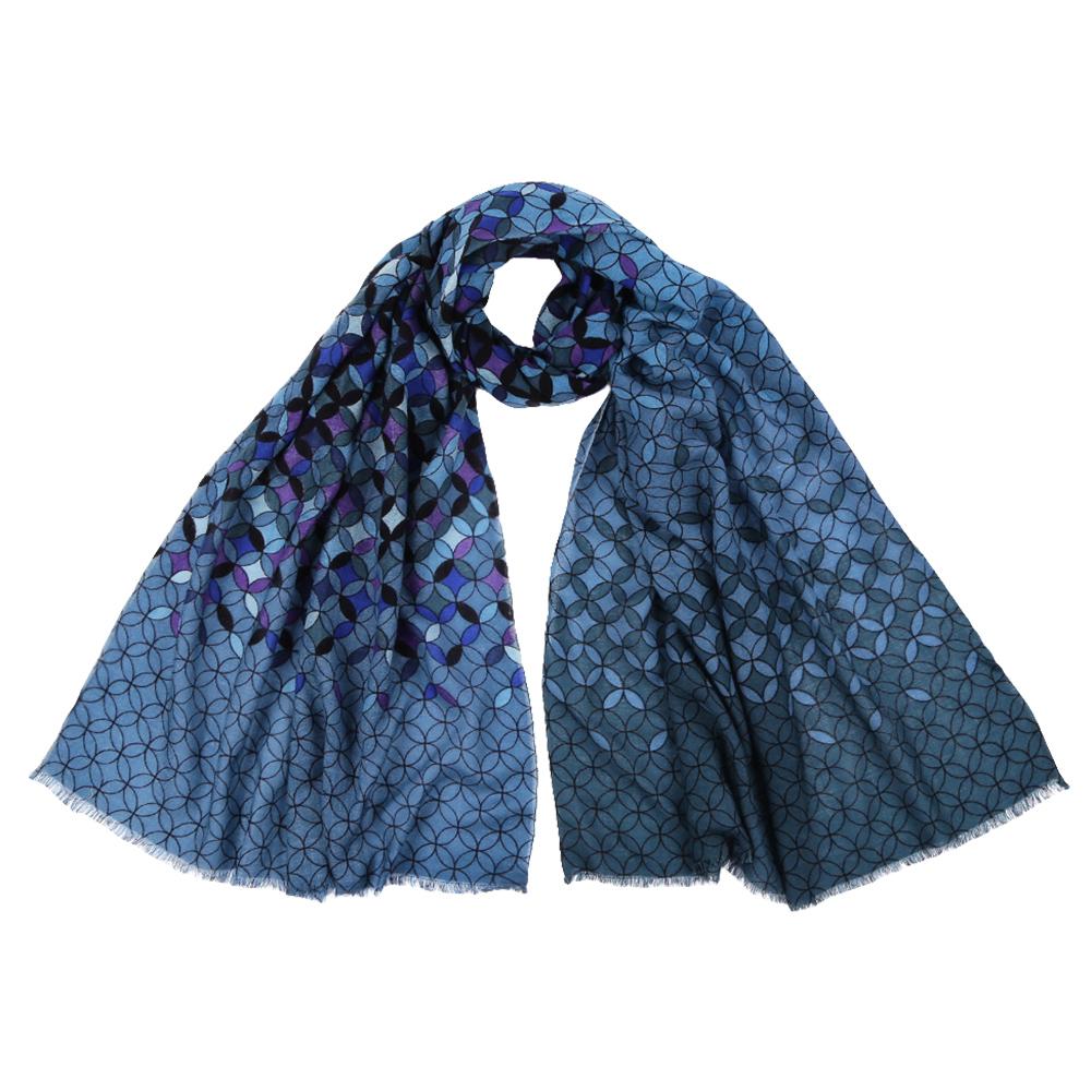 ШарфYNNT1519-1Стильный шарф поможет внести живость в любой образ, подарит уют и согреет от холодного ветра. Выполнен из высококачественного материала и оформлен оригинальным принтом.