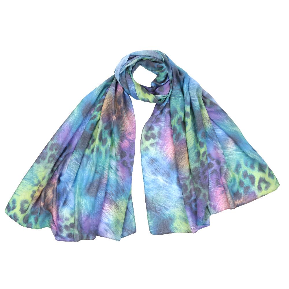 ШарфF1553-2Стильный шарф поможет внести живость в любой образ, подарит уют и согреет от холодного ветра. Выполнен из высококачественного материала и оформлен оригинальным принтом.