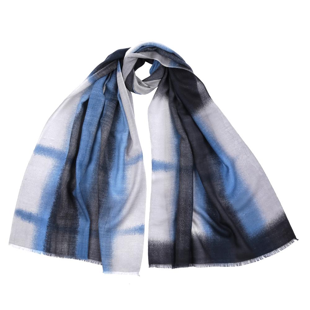 Шарф женский Fabretti, цвет: серый, голубой. 1103081. Размер 70 см х 180 см1103081-3Стильный шарф поможет внести живость в любой образ, подарит уют и согреет от холодного ветра. Выполнен из высококачественного материала и оформлен оригинальным принтом.