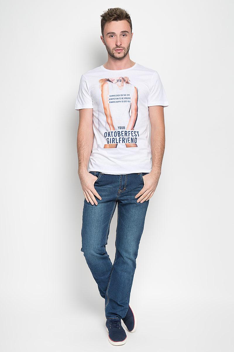 Футболка1035861.00.12_2000Стильная мужская футболка Tom Tailor Denim выполнена из натурального хлопка. Материал очень мягкий и приятный на ощупь, обладает высокой воздухопроницаемостью и гигроскопичностью, позволяет коже дышать. Модель с круглым вырезом горловины и короткими рукавами оформлена оригинальным принтом с надписями. Такая модель подарит вам комфорт в течение всего дня и послужит замечательным дополнением к вашему гардеробу.