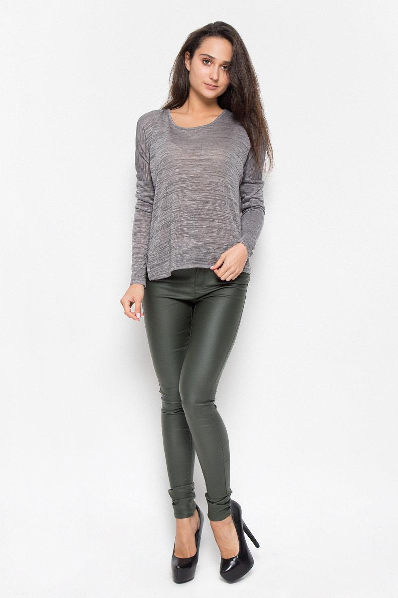 Пуловер10162346_Smoked PearlСтильный женский пуловер Vero Moda Soon, выполненный из тонкого трикотажа, необычайно мягкий и приятный на ощупь, не сковывает движения, обеспечивая наибольший комфорт. Изделие свободного кроя с круглым вырезом горловины и длинными рукавами-кимоно. Спинка модели удлинена, по бокам пуловер имеет небольшие разрезы. Мягкий и уютный пуловер станет любимым элементом вашего гардероба.