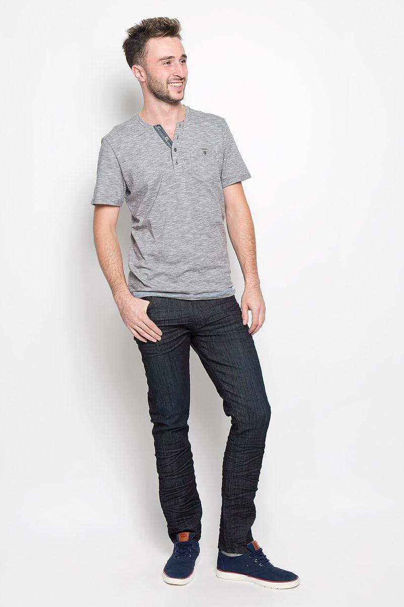 Джинсы мужские Wrangler Larston, цвет: темно-синий. W18SBY78U. Размер 29-32 (44/46-32)W18SBY78UСтильные мужские джинсы Wrangler Larston станут отличным дополнением к вашему гардеробу. Модель изготовлена из хлопка с добавлением полиэстера и эластана. Джинсы-слим со стандартной посадкой застегиваются на пуговицу в поясе и ширинку на застежке-молнии. На поясе предусмотрены шлевки для ремня. Спереди модель оформлена двумя втачными карманами, внутри одного из которых расположен потайной накладной кармашек, и одним маленьким накладным кармашком, а сзади - двумя накладными карманами.Эти модные и в тоже время комфортные джинсы послужат отличным дополнением к вашему гардеробу.