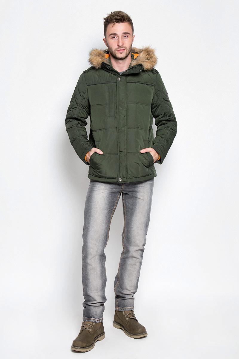 КурткаA16-22018_101Стильная мужская куртка Finn Flare превосходно подойдет для прохладных дней. Куртка выполнена из полиэстера, она отлично защищает от дождя, снега и ветра, а наполнитель из пуха и пера превосходно сохраняет тепло. Модель с длинными рукавами и несъемным капюшоном застегивается на застежку-молнию спереди и имеет ветрозащитный клапан на кнопках. Объем капюшона регулируется при помощи шнурка-кулиски со стопперами. Изделие дополнено двумя втачными карманами на кнопках и карманом на застежке-молнии спереди, а также внутренним накладным карманом на липучке, втачным открытым карманом и втачным карманом на молнии. Рукава дополнены внутренними трикотажными манжетами. На талии и по низу куртка оснащена шнурками-кулисками со стопперами. Эта модная и в то же время комфортная куртка согреет вас в холодное время года и отлично подойдет как для прогулок, так и для активного отдыха.