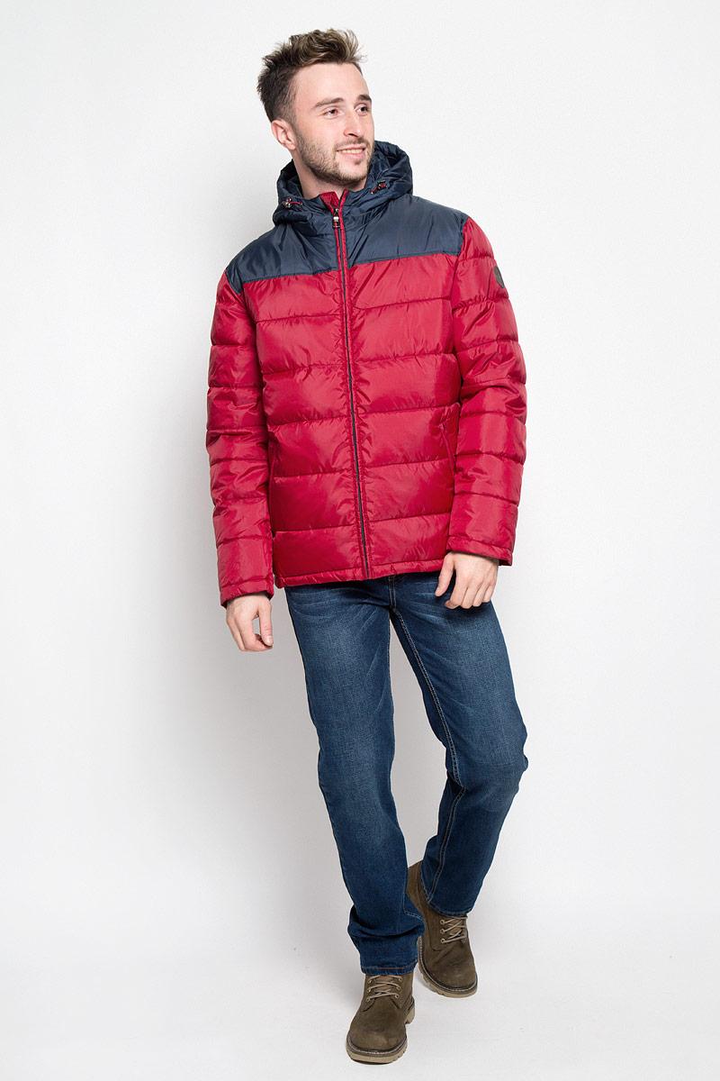 КурткаCp-226/345-6312Стильная мужская куртка Sela Casual Wear превосходно подойдет для прохладных дней. Куртка выполнена из полиэстера, она отлично защищает от дождя, снега и ветра, а наполнитель из синтепона превосходно сохраняет тепло. Модель с длинными рукавами и несъемным капюшоном застегивается на застежку-молнию спереди. Объем капюшона регулируется при помощи шнурка-кулиски со стопперами. Изделие дополнено двумя втачными карманами на молниях спереди, а также внутренним накладным карманом на липучке. Рукава дополнены внутренними трикотажными манжетами. Эта модная и в то же время комфортная куртка согреет вас в холодное время года и отлично подойдет как для прогулок, так и для активного отдыха.