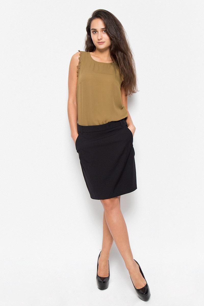 Юбка10158232_BlackСтильная юбка Vero Moda Soon изготовлена из полиэстера с добавлением вискозы и эластана. Подкладка выполнена из 100% полиэстера. Модель застегивается на потайную молнию сзади, имеются шлевки для ремня. Спереди юбка дополнена двумя врезными карманами со скошенными краями. Сзади у модели имеется шлица. Стильная юбка выгодно освежит и разнообразит любой гардероб. Создайте женственный образ и подчеркните свою яркую индивидуальность!