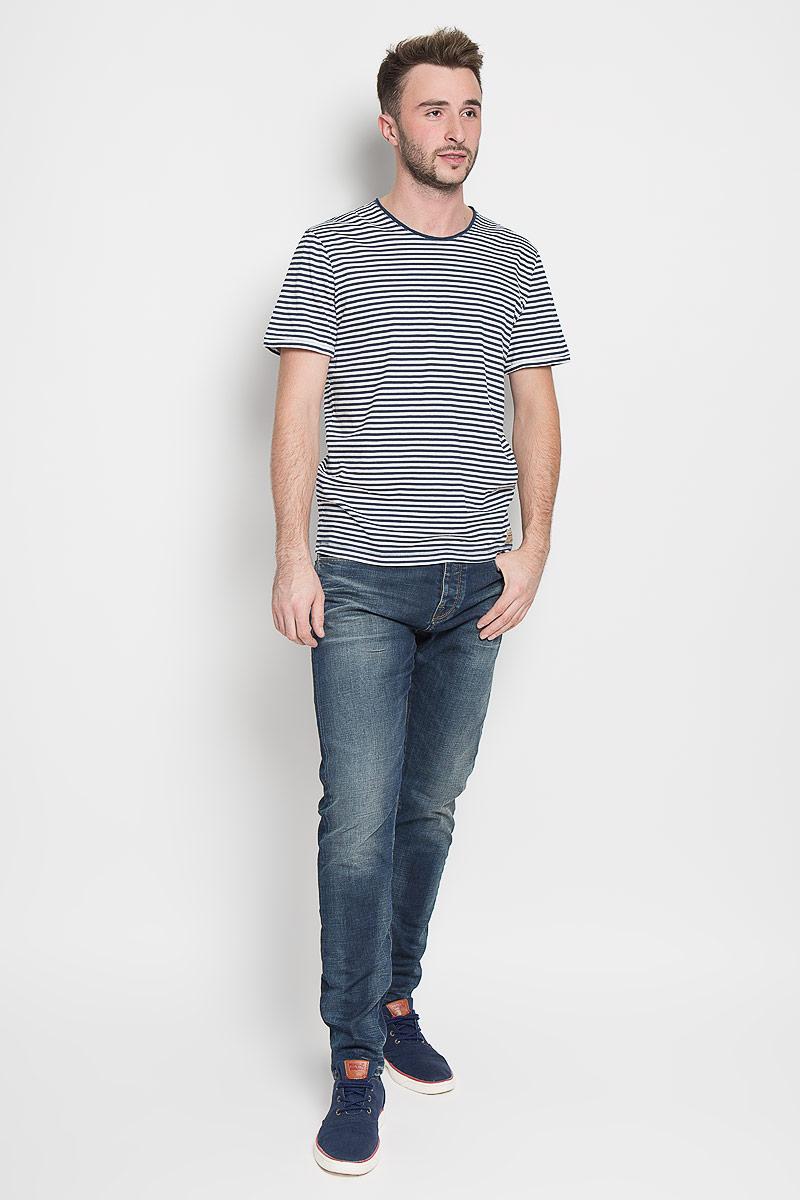 Футболка1035598.00.10_6758Стильная мужская футболка Tom Tailor выполнена из натурального хлопка. Материал очень мягкий и приятный на ощупь, обладает высокой воздухопроницаемостью и гигроскопичностью, позволяет коже дышать. Модель прямого кроя с круглым вырезом горловины и короткими рукавами. Футболка оформлена принтом в полоску. Низ изделия дополнен брендовой нашивкой. Горловина дополнена вставкой с эффектом необработанного края. Такая модель подарит вам комфорт в течение всего дня и послужит замечательным дополнением к вашему гардеробу.