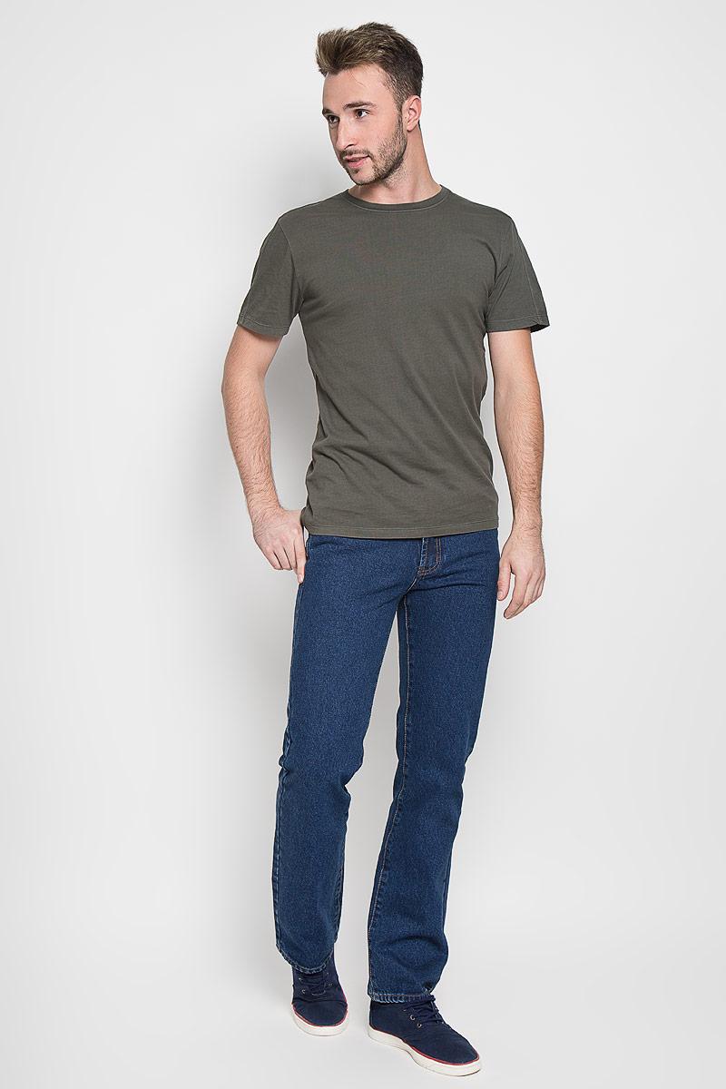 Джинсы мужские Montana, цвет: синий. 10064 SW. Размер 40-34 (56-34)10064 SWМужские джинсы Montana, выполненные из качественного хлопка, станут отличным дополнением к вашему гардеробу. Ткань плотная, тактильно приятная, позволяет коже дышать. Джинсы прямого кроя и средней посадки застегиваются на металлическую пуговицу в поясе и имеют ширинку на застежке-молнии, а также шлевки для ремня. Модель имеет классический пятикарманный крой: спереди - два втачных кармана и один маленький накладной, а сзади - два накладных кармана. Оформлены контрастной прострочкой. Отличное качество, дизайн и расцветка делают эти джинсы стильным и модным предметом мужской одежды.