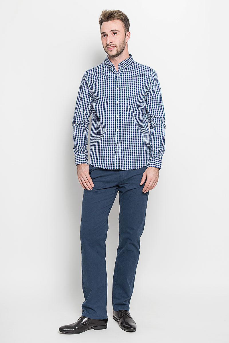 РубашкаB676529Стильная мужская рубашка Baon, выполненная из 100% хлопка, подчеркнет ваш уникальный стиль и поможет создать оригинальный образ. Такой материал великолепно пропускает воздух, обеспечивая необходимую вентиляцию, а также обладает высокой гигроскопичностью. Рубашка с длинными рукавами и отложным воротником застегивается на пуговицы спереди. Рукава рубашки дополнены манжетами, которые также застегиваются на пуговицы и имеют дополнительные пуговицы для регулировки размера. Модель оформлена клеткой и дополнена накладным нагрудным карманом. Классическая рубашка - превосходный вариант для базового мужского гардероба. Такая рубашка будет дарить вам комфорт в течение всего дня и послужит замечательным дополнением к вашему гардеробу.