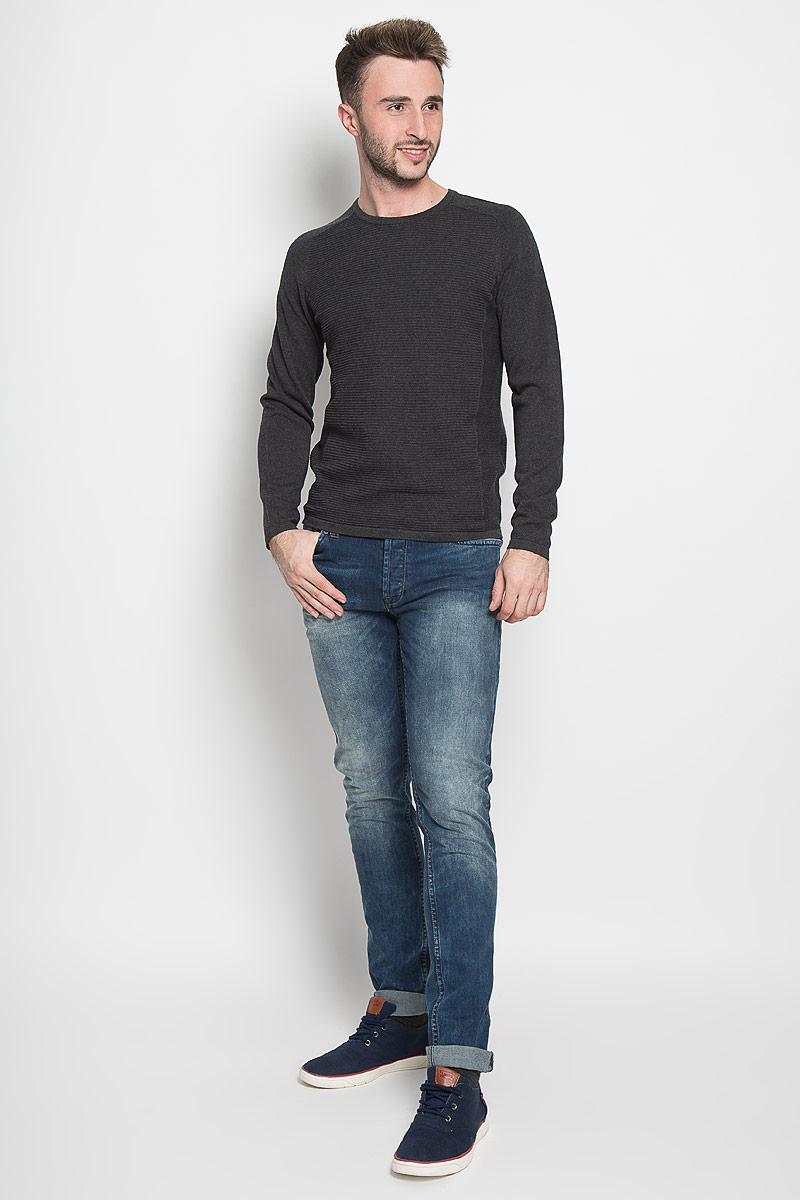 Джемпер16051306_Dark Grey MelangeОригинальный мужской джемпер Selected Homme, изготовленный из высококачественной пряжи из хлопка, мягкий и приятный на ощупь, не сковывает движений и обеспечивает наибольший комфорт. Модель с круглым вырезом горловины и длинными рукавами-реглан великолепно подойдет для создания современного образа в стиле Casual. Однотонный джемпер оформлен рельефными полосками спереди и на спинке. Этот джемпер послужит отличным дополнением к вашему гардеробу. В нем вы всегда будете чувствовать себя уютно и комфортно в прохладную погоду.