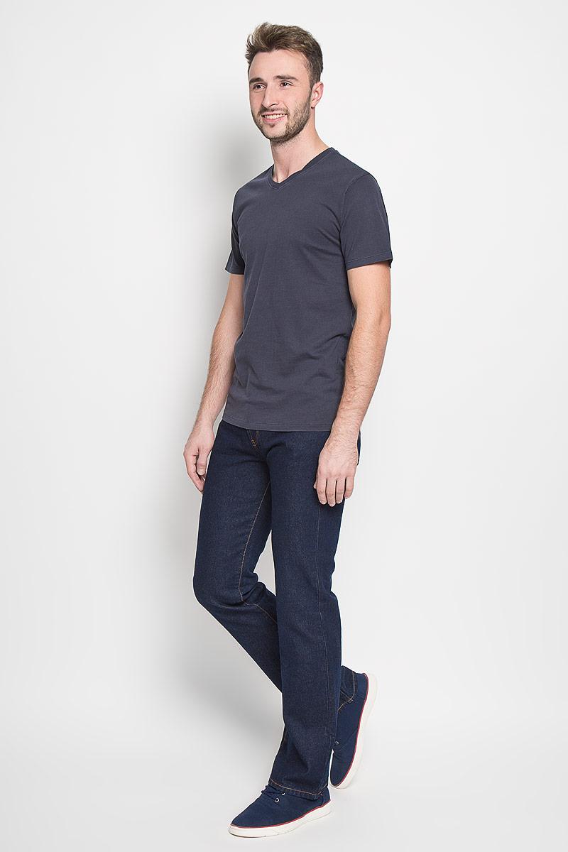 Джинсы мужские Montana, цвет: темно-синий. 10064 RW. Размер 36-32 (52-32)10064 RWМужские джинсы Montana, выполненные из качественного хлопка, станут отличным дополнением к вашему гардеробу. Ткань плотная, тактильно приятная, позволяет коже дышать. Джинсы прямого кроя и средней посадки застегиваются на металлическую пуговицу в поясе и имеют ширинку на застежке-молнии, а также шлевки для ремня. Модель имеет классический пятикарманный крой: спереди - два втачных кармана и один маленький накладной, а сзади - два накладных кармана. Оформлены контрастной прострочкой. Отличное качество, дизайн и расцветка делают эти джинсы стильным и модным предметом мужской одежды.