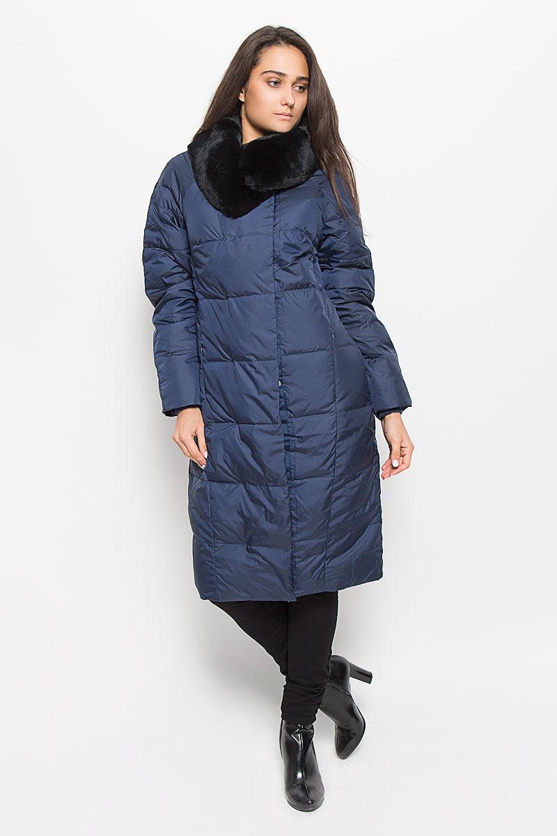 Пальто женское Sela Casual Wear, цвет: темно-синий. Ced-126/654-6414. Размер L (48)Ced-126/654-6414Удобное и теплое женское пальто Sela Casual Wear с наполнителем из пуха и пера согреет вас в холодную погоду и позволит выделиться из толпы. Удлиненная модель с воротником-стойкой выполнена из высококачественного материала, застегивается на молнию спереди и имеет ветрозащитный клапан на кнопках. Воротник дополнен съемным натуральным мехом кролика. Пальто дополнено двумя втачными карманами на потайных застежках-молниях, с внутренней стороны имеется один карман на молнии. Длинные рукава-реглан дополнены трикотажными манжетами, что предотвращает проникновение холодного воздуха.Это модное и комфортное пальто - отличный вариант для прогулок, оно подчеркнет ваш изысканный вкус и поможет создать неповторимый образ.