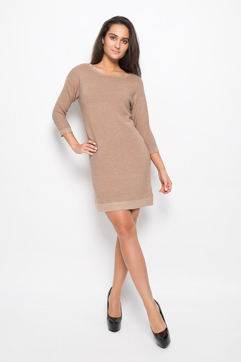 ПлатьеDSw-117/1092-6333Оригинальное платье-мини Sela Casual поможет создать привлекательный женственный образ. Изделие выполнено из вискозы с добавлением хлопка и нейлона, очень мягкое, приятное к телу, не сковывает движения и хорошо вентилируется. Модель с круглым вырезом горловины и рукавами длинной 3/4. Горловина, низ рукавов и низ изделия оформлены обычной вязкой. Это эффектное платье займет достойное место в вашем гардеробе!