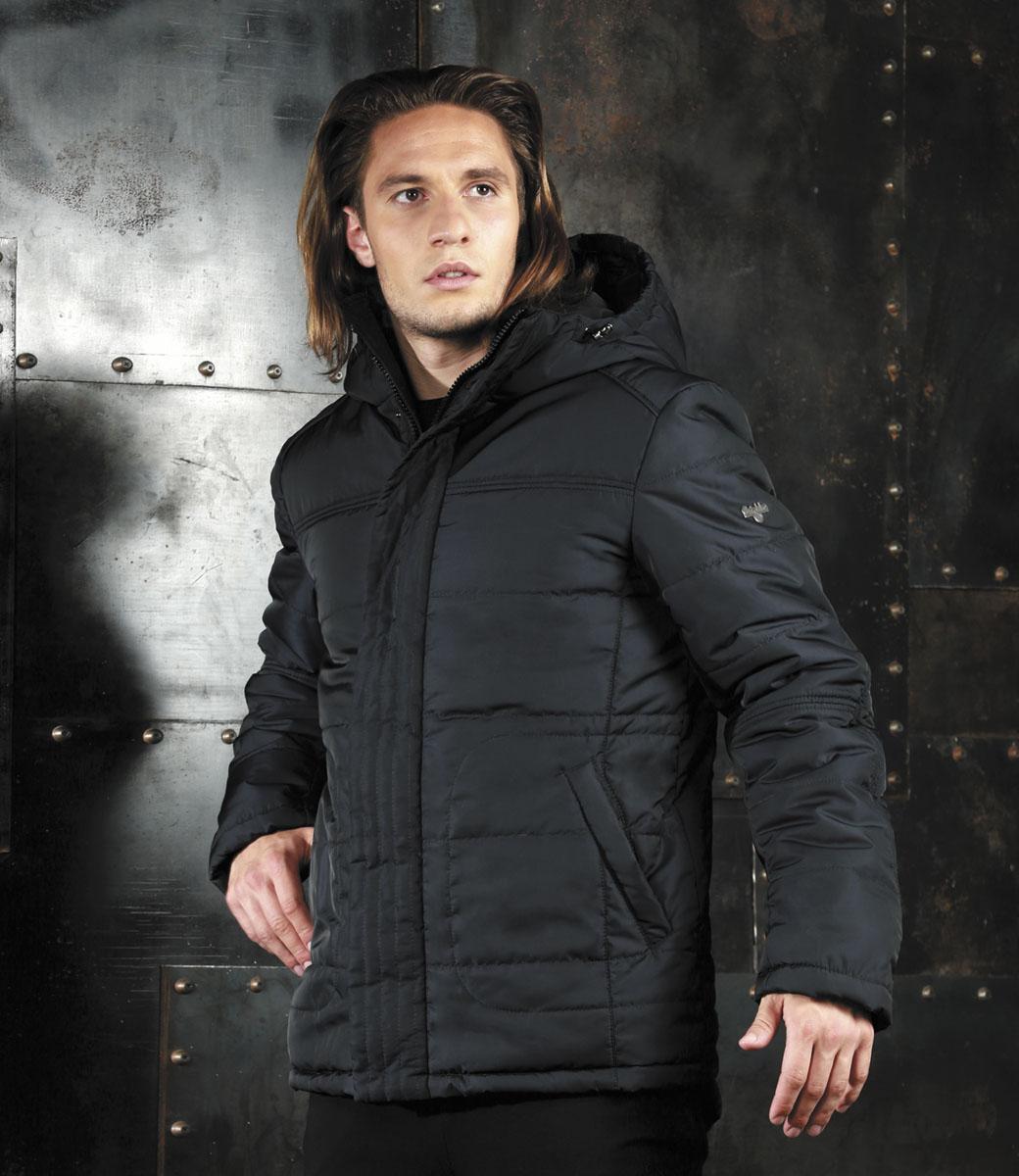 КурткаAL-2977Мужская куртка Grishko, выполненная из полиэстера, придаст образу безупречный стиль. Подкладка изготовлена из гладкого и приятного на ощупь материала. В качестве утеплителя используется холлофайбер, который отлично сохраняет тепло. Куртка прямого кроя с ассиметричной линией низа и несъемным капюшоном застегивается на застежку-молнию и ветрозащитную планку на кнопках. С внутренней стороны также расположена ветрозащитная планка. Край капюшона дополнен шнурком-кулиской. Рукава дополнены внутренними трикотажными манжетами. Спереди расположено два прорезных кармана на кнопках, с внутренней стороны - накладной карман с клапаном на кнопке и втачной карман на кнопке. Изделие оформлено фирменным логотипом. Такая практичная и теплая куртка послужит отличным дополнением к вашему гардеробу!