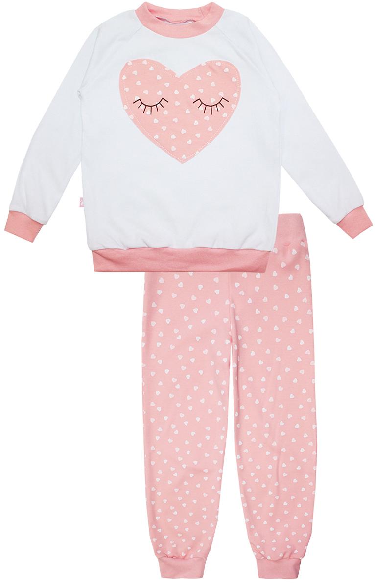 Пижама16552Пижама для девочки КотМарКот Сердечко включает в себя лонгслив и брюки. Пижама изготовлена из натурального хлопка. Лонгслив с длинными рукавами-реглан и круглым вырезом горловины оформлен нашивкой в виде сердечка. Свободные брюки с широкой эластичной резинкой на поясе дополнены трикотажными манжетами по низу брючин. Модель украшена принтом в сердечко.