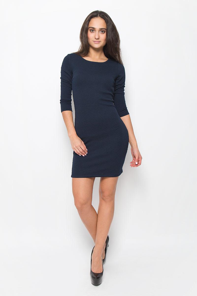 Платье5018803.01.71_6901Стильное платье Tom Tailor Denim идеально подойдет для вас и подчеркнет вашу индивидуальность. Выполненное из эластичного полиэстера с добавлением вискозы, оно мягкое и приятное на ощупь, не сковывает движений, обеспечивая комфорт. Модель с круглым вырезом горловины и рукавами длиной 3/4 застегивается на спинке на молнию. Модель оформлена снизу вышивкой логотипа бренда. Такое платье непременно украсит ваш гардероб и добавит образу женственности.