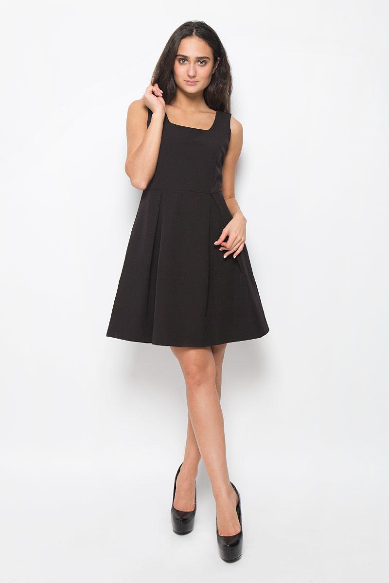 ПлатьеMX3025269Элегантное платье Mexx выполнено из полиэстера с добавлением эластана. Такое платье обеспечит вам комфорт и удобство при носке. Модель без рукавов, с круглым вырезом горловины выгодно подчеркнет все достоинства вашей фигуры благодаря приталенному силуэту. Сбоку платье застегивается на застежку-молнию. Низ платья оформлен складками, что придает ему пышность. Это модное и удобное платье станет превосходным дополнением к вашему гардеробу, оно подарит вам удобство и поможет вам подчеркнуть свой вкус и неповторимый стиль.