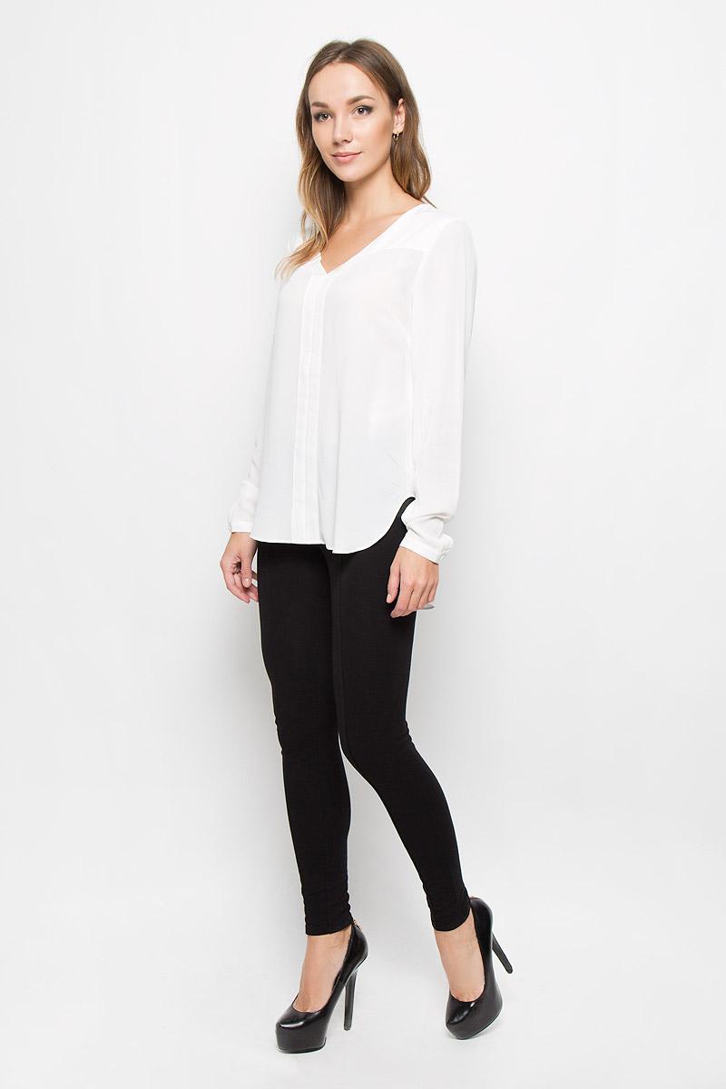 Блузка16051898_Dark SapphireСтильная женская блузка Selected Femme, выполненная из 100% вискозы, подчеркнет ваш уникальный стиль и поможет создать оригинальный женственный образ. Модель с V-образным вырезом горловины и длинными рукавами без застежки. Низ рукавов дополнен манжетами на пуговицах. Верх и перед блузки дополнен уплотненной тканевой вставкой. Спинка модели немного удлинена. Такая блузка будет дарить вам комфорт в течение всего дня и послужит замечательным дополнением к вашему гардеробу.
