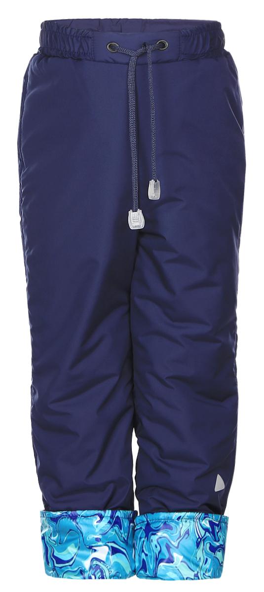 Брюки утепленные27601Теплые детские брюки КотМарКот идеально подойдут для ребенка в прохладное время года. Брюки изготовлены высококачественного полиэстера с утеплителем из синтепона. Подкладка выполненная из натурального хлопка не раздражает даже самую нежную и чувствительную кожу ребенка, обеспечивая ему наибольший комфорт. Брюки на талии предусмотрена широкая эластичная резинка, которая позволяет надежно заправить в них водолазку или свитер. С внешней стороны пояс регулируется шнурком. Снизу брючины с отворотом. б Простые, надежные, практичные брюки сделает каждый день ребенка уютным и комфортным.