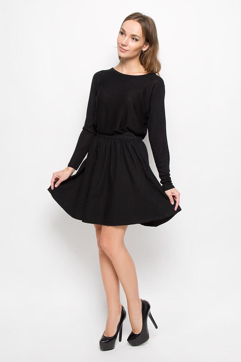 Юбка Vero Moda, цвет: черный. 10163640. Размер S (42)10163640_BlackМодная женская юбка Vero Moda, выполненная из 100% хлопка, обеспечит вам комфорт и удобство при носке. Стильная юбка-миди А-силуэта дополнена на поясе фирменными складочками, которые придают модели пышность. Изделие застегивается сбоку на застежку-молнию.Модная юбка-миди выгодно освежит и разнообразит ваш гардероб. Создайте женственный образ и подчеркните свою яркую индивидуальность!
