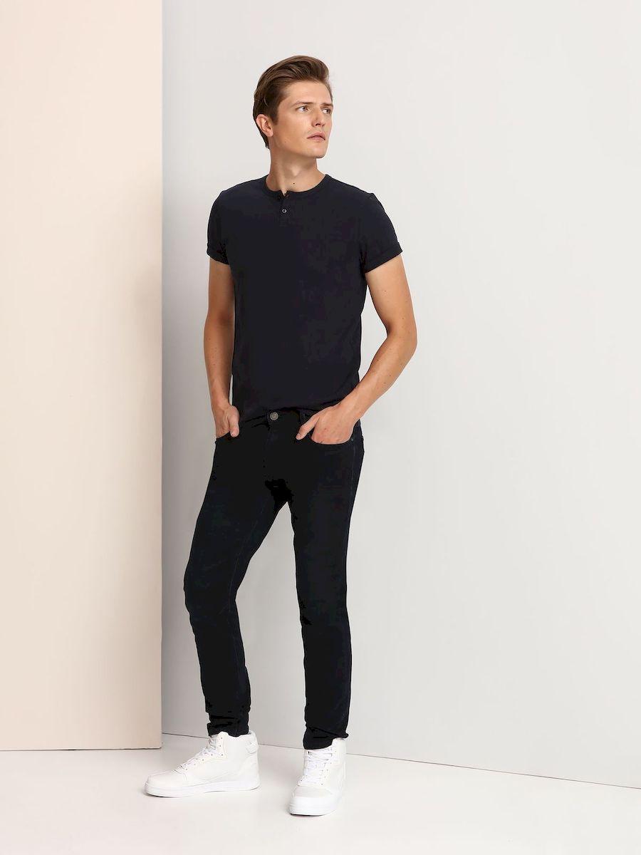 Джинсы мужские Top Secret, цвет: темно-синий. SSP2271GR. Размер 33-32 (48/50-32)SSP2271GRМужские джинсы Top Secret изготовлены из хлопка с добавлением полиэстера и эластана. Модель-слим застегивается на пуговицу и имеет ширинку на застежке-молнии. Спереди расположены два втачных кармана и один маленький накладной, сзади - два накладных кармана. Изделие оформлено эффектом потертости.