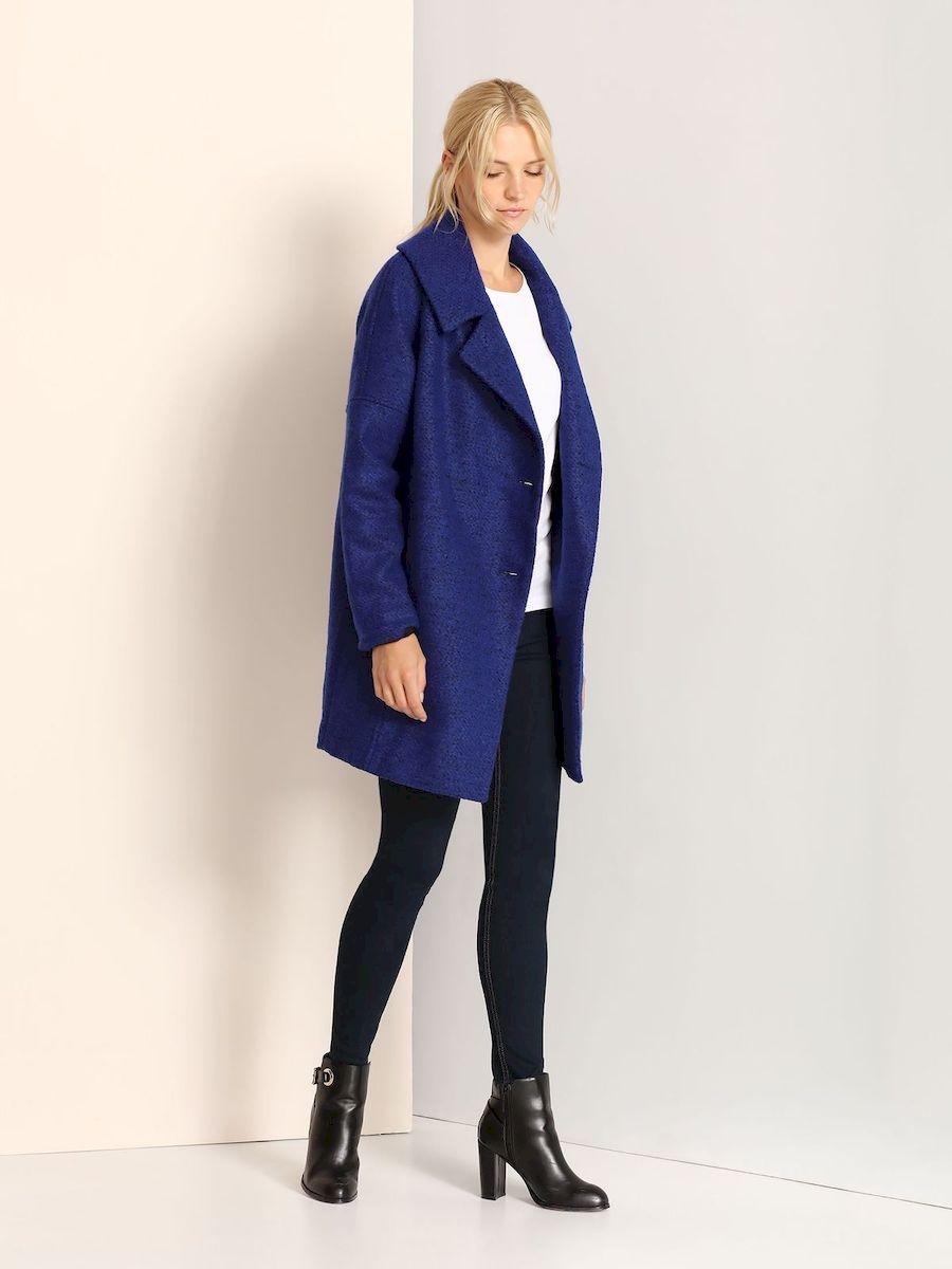 Пальто женское Top Secret, цвет: синий. SPZ0321NI. Размер 38 (44)SPZ0321NIСтильное женское пальто Top Secret выполнено из полиэстера с добавлением акрила.Модель с длинными рукавами-реглан и воротником с лацканами застегивается на пуговицы. Спереди расположены два прорезных кармана.