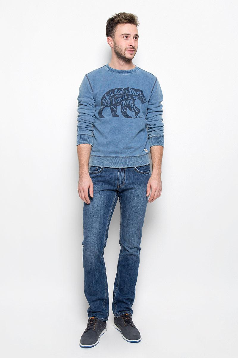 ДжинсыM10075-0201_WN16Стильные мужские джинсы Lee Cooper Arthur из коллекции Iconic - джинсы высочайшего качества, которые прекрасно сидят. Модель прямого кроя и средней посадки изготовлена из натурального хлопка. Застегиваются джинсы на пуговицу в поясе и ширинку на молнии, также имеются шлевки для ремня. Спереди модель дополнена двумя втачными карманами и одним небольшим накладным кармашком, а сзади - двумя накладными карманами. Оформлено изделие контрастной прострочкой и металлическими клепками с названием бренда. Эти модные и в то же время удобные джинсы помогут вам создать оригинальный современный образ. В них вы всегда будете чувствовать себя уверенно и комфортно.
