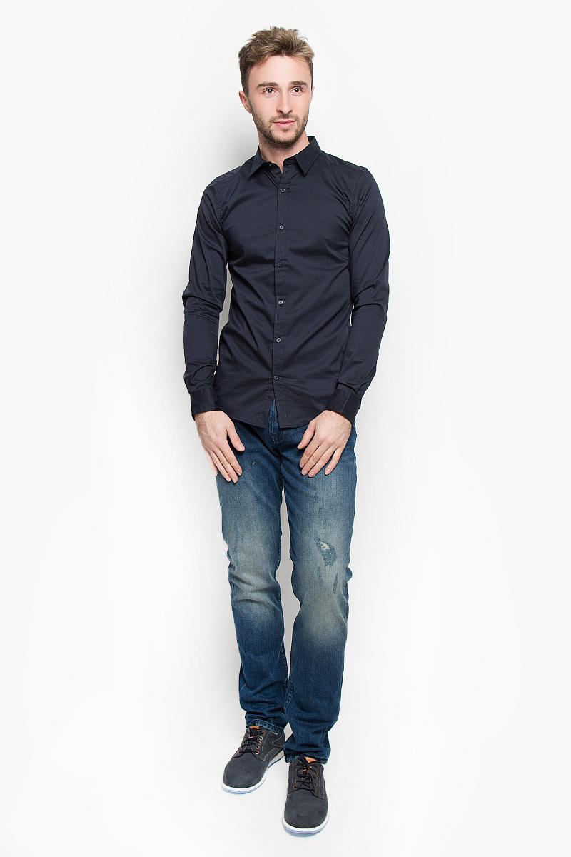 Рубашка мужская Only & Sons, цвет: темно-синий. 22004874. Размер L (48)22004874_Dark NavyСтильная мужская рубашка Only & Sons, выполненная из эластичного хлопка с добавлением нейлона, подчеркнет ваш уникальный стиль и поможет создать оригинальный образ. Такой материал великолепно пропускает воздух, обеспечивая необходимую вентиляцию, а также обладает высокой гигроскопичностью. Рубашка slim fit с длинными рукавами и отложным воротником застегивается на пуговицы спереди. Манжеты рукавов также застегиваются на пуговицы. Классическая рубашка - превосходный вариант для базового мужского гардероба и отличное решение на каждый день.Такая рубашка будет дарить вам комфорт в течение всего дня и послужит замечательным дополнением к вашему гардеробу.