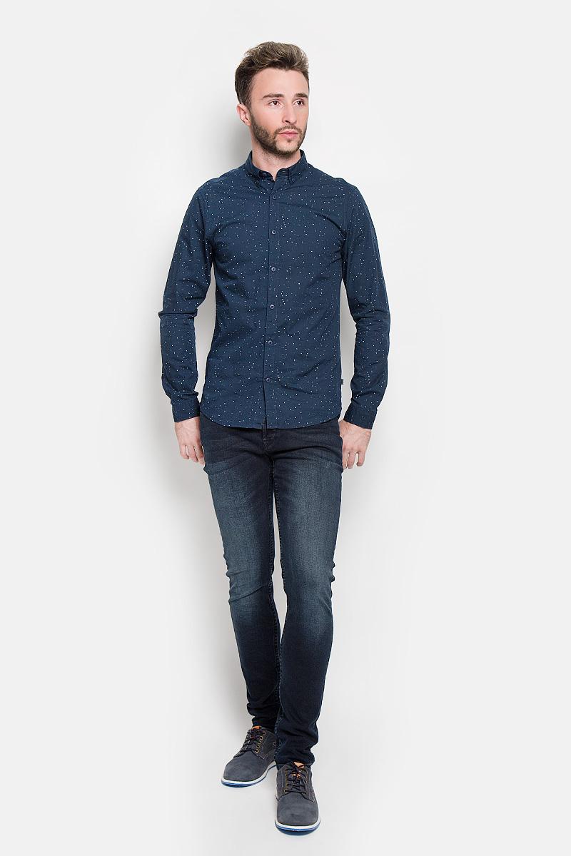 Рубашка22004463_Dress BluesСтильная мужская рубашка Only & Sons, выполненная из натурального хлопка, подчеркнет ваш уникальный стиль и поможет создать оригинальный образ. Такой материал великолепно пропускает воздух, а также обладает высокой гигроскопичностью. Рубашка slim fit с длинными рукавами и отложным воротником застегивается на пуговицы спереди. Манжеты рукавов также застегиваются на пуговицы. Рубашка оформлена принтом в виде мелких пятнышек. Классическая рубашка - превосходный вариант для базового мужского гардероба и отличное решение на каждый день. Такая рубашка будет дарить вам комфорт в течение всего дня и послужит замечательным дополнением к вашему гардеробу.