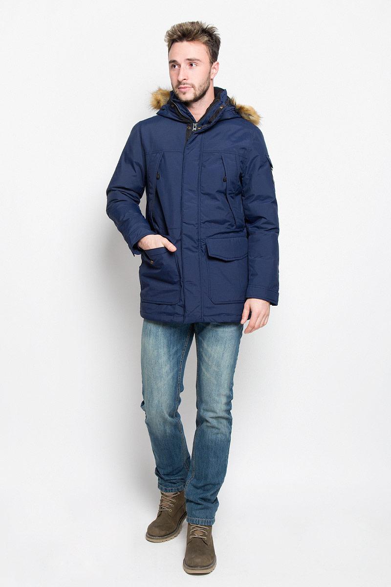 Куртка мужская Wrangler, цвет: темно-синий. W4630YKRQ. Размер L (50)W4630YKRQМужская куртка Wrangler, выполненная из полиамида, придаст образу безупречный стиль. Подкладка изготовлена из гладкого и приятного на ощупь материала. В качестве утеплителя используется полиэстер, который отлично сохраняет тепло.Куртка прямого кроя с несъемным капюшоном застегивается на застежку-молнию с двумя бегунками и ветрозащитной планкой на кнопках. С внутренней стороны также расположена ветрозащитная планка. Капюшон оформлен искусственным мехом, который в случае необходимости можно отстегнуть. Край капюшона дополнен шнурком-кулиской. Объем рукава регулируется за счет хлястика на кнопке. Спереди расположено два накладных кармана с клапанами на кнопках и четыре прорезных кармана на застежке-молнии, с внутренней стороны - большой накладной карман на кнопке и прорезной карман на застежке-молнии. На левом рукаве расположен небольшой накладной карман с клапаном на кнопке и прорезной карман на застежке-молнии. Изделие оформлено фирменной нашивкой. Такая практичная и теплая куртка послужит отличным дополнением к вашему гардеробу!