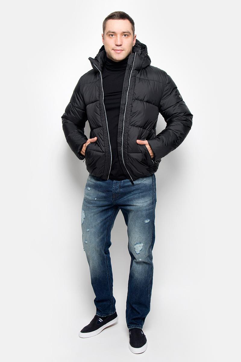 КурткаAL-2973/1Мужская куртка Grishko, выполненная из полиэстера, придаст образу безупречный стиль. Подкладка изготовлена из гладкого и приятного на ощупь материала. В качестве утеплителя используется полиэфирное волокно, который отлично сохраняет тепло. Куртка прямого кроя с капюшоном и воротником-стойкой застегивается на застежку-молнию с внутренней ветрозащитной планкой. Капюшон пристегивается к изделию за счет застежки-молнии. Край капюшона дополнен шнурком-кулиской. Рукава дополнены внутренними трикотажными манжетами. Спереди расположено два прорезных кармана на застежке-молнии, с внутренней стороны - накладной карман на застежке-молнии и втачной карман на кнопке. Низ модели собран на резинку. Изделие оформлено фирменным логотипом. Такая практичная и теплая куртка послужит отличным дополнением к вашему гардеробу!