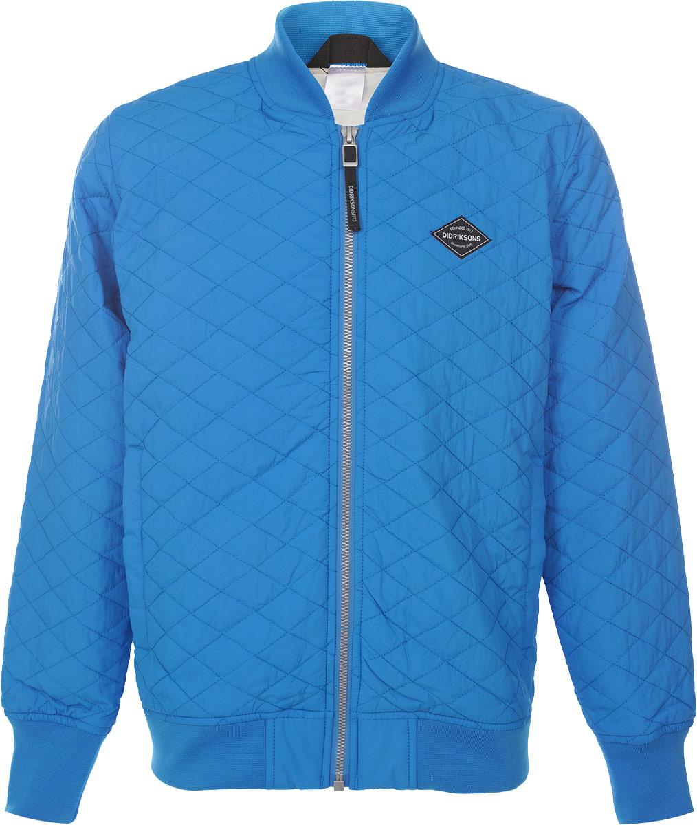Куртка500736_332Стильная стеганная куртка для мальчика Didriksons1913 Jake, изготовленная из полиамида, станет ярким и стильным дополнением к детскому гардеробу. Материал приятный на ощупь, позволяет коже дышать, легко стирается, быстро сушится. В качестве утеплителя используется синтепон. Модель с длинными рукавами застегивается на пластиковую застежку-молнию. По бокам расположены два прорезных кармана на молнии и один внутренний на кнопках. Рукава, горловина и низ куртки дополнены трикотажными вставками. Куртка может использоваться как самостоятельно, так и в качестве второго слоя. Красивый цвет, модный силуэт обеспечивают куртке прекрасный внешний вид! Теплая, удобная и практичная куртка идеально подойдет для прогулок! Рассчитана на температуру от +10 до +15.